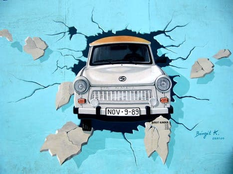 126158_graffiti-berlin-wall-wall-trabi.jpg