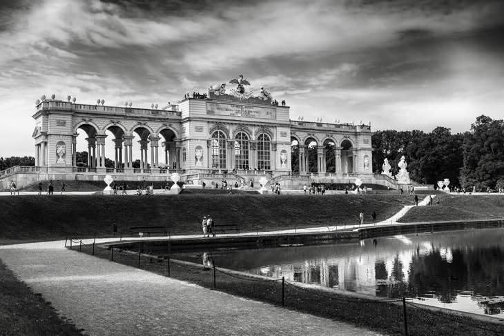 126608_greyscale-photography-of-schonbrunn-palace-3092624.jpg
