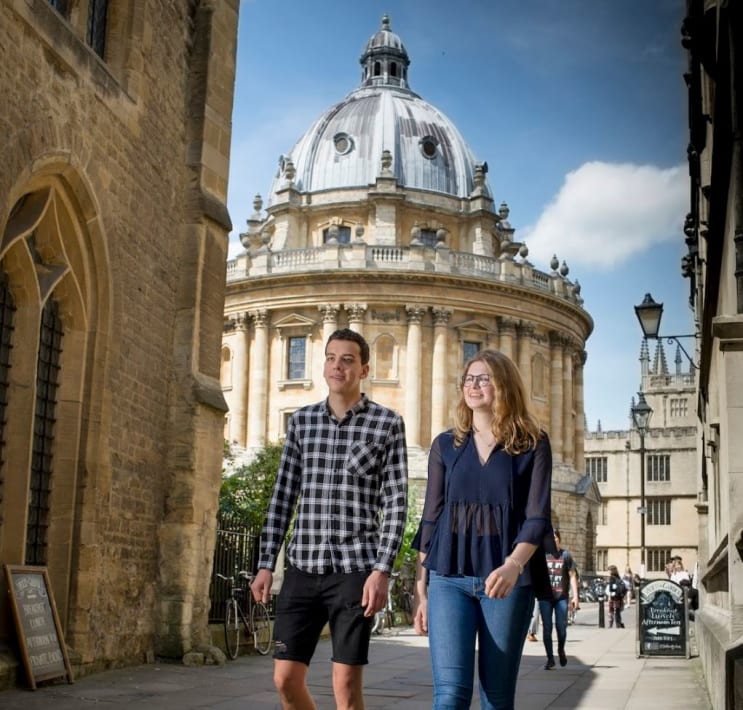 Students by the Radcliffe Camera, Oxford