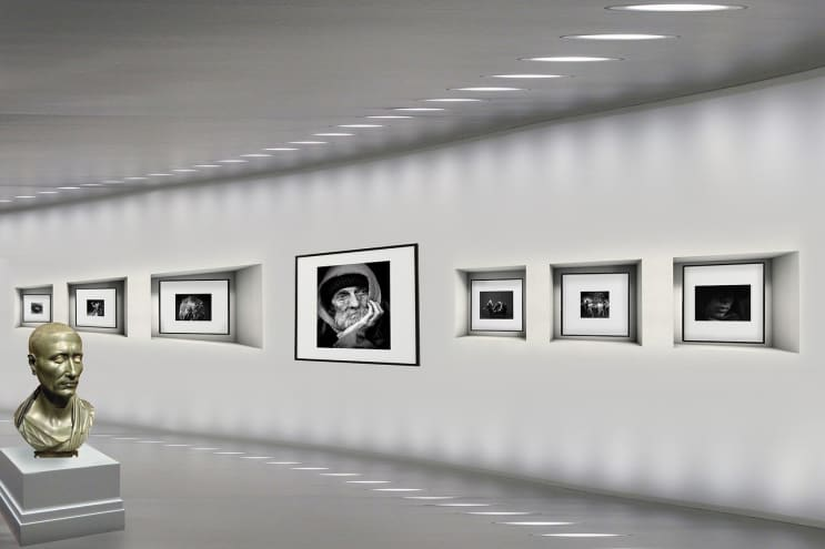art gallery, pictures, light