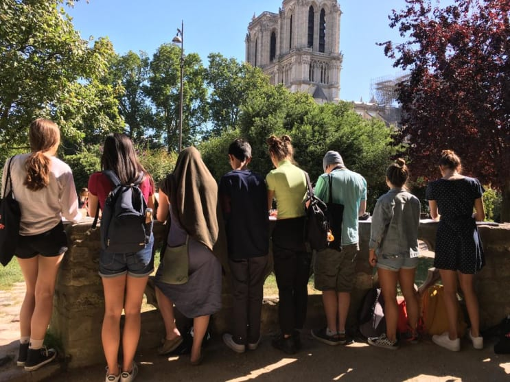 132417_students-drawing-notre-dame.jpg
