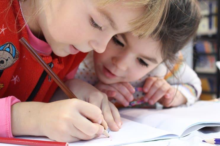 133050_kids-girl-pencil-drawing-159823.jpeg