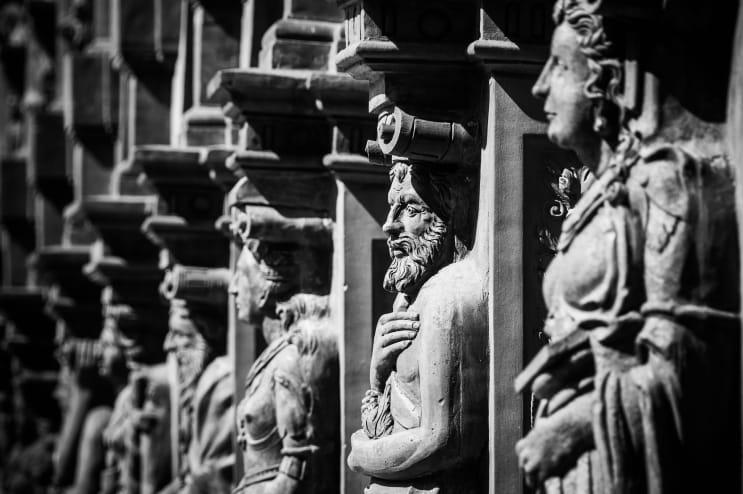 133220_renaissance-schallaburg-figures-facade.jpg
