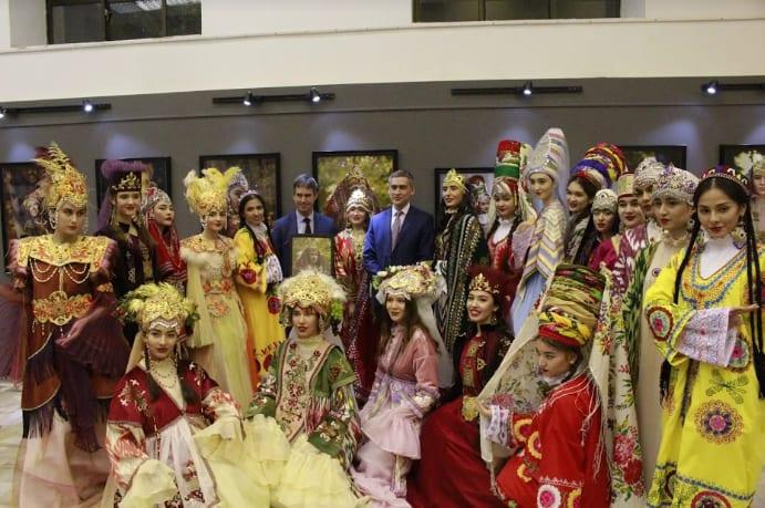 Uzbekistani people in costume
