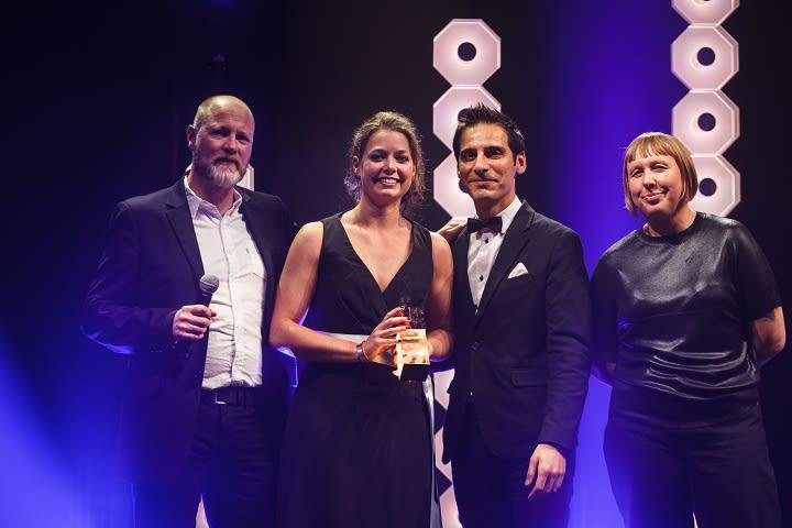 1 PLDC Paris 2017 - Awardverleihung Newcomerin CarlijnTimmermans©GWEL
