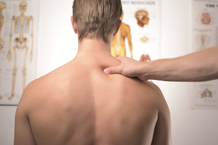 neck and shoulder treatment at physical therapist