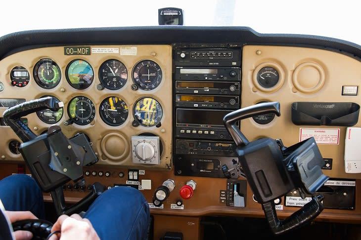 plane-330489_1280